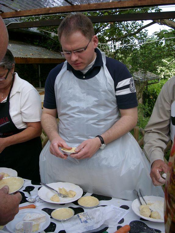Atelier à Louvicamp pour faire une tarte au Neufchatel - Visite de la verrerie à BlangySoirée jeux à Forges