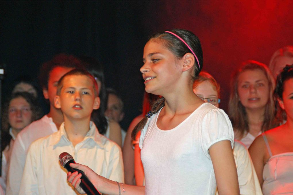 Spectacle de la chorale du collège St Exupery 11 mai 2012