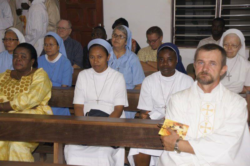 La célébration de l'installation du nouveau provincial et de son conseil présidée par le Nonce Apostolique près du Togo et du Bénin, Mgr Michael Blume, SVD.