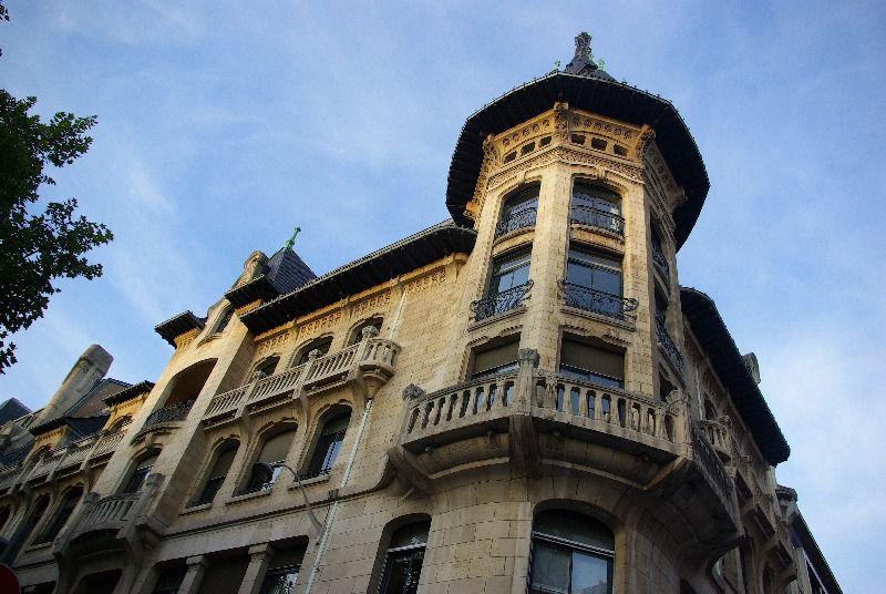 Une visite de cette cité magnifique, de la Place Stanislas, classée au patrimoine mondial de l'Humanité, du Musée de l'Ecole de Nancy, référence de l'art nouveau, à la brasserie Excelsior, et son patrimoine. A découvrir ...