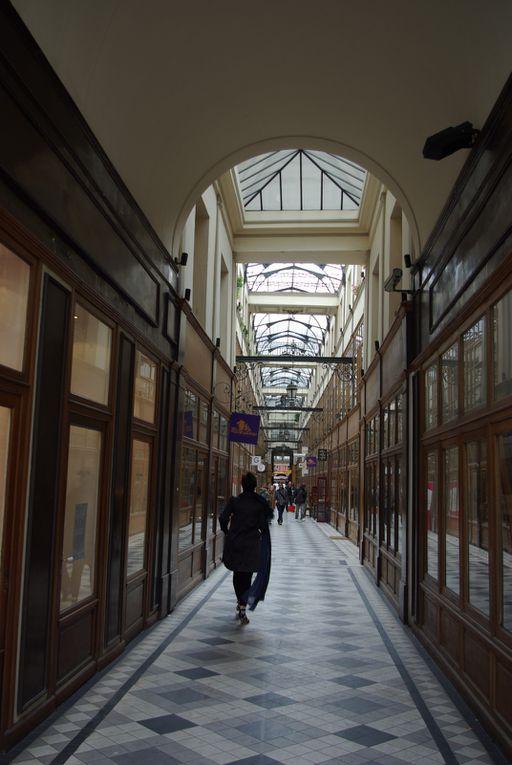 Voici quelques photographies du Passage du Grand Cerf, où j'ai le plaisir d'exposer.Ce passage, qui relie la rue Saint-Denis à la rue Dussoubs possède la verrière la plus haute des passages parisiens.A voir tous les jours, sauf le dimanche.