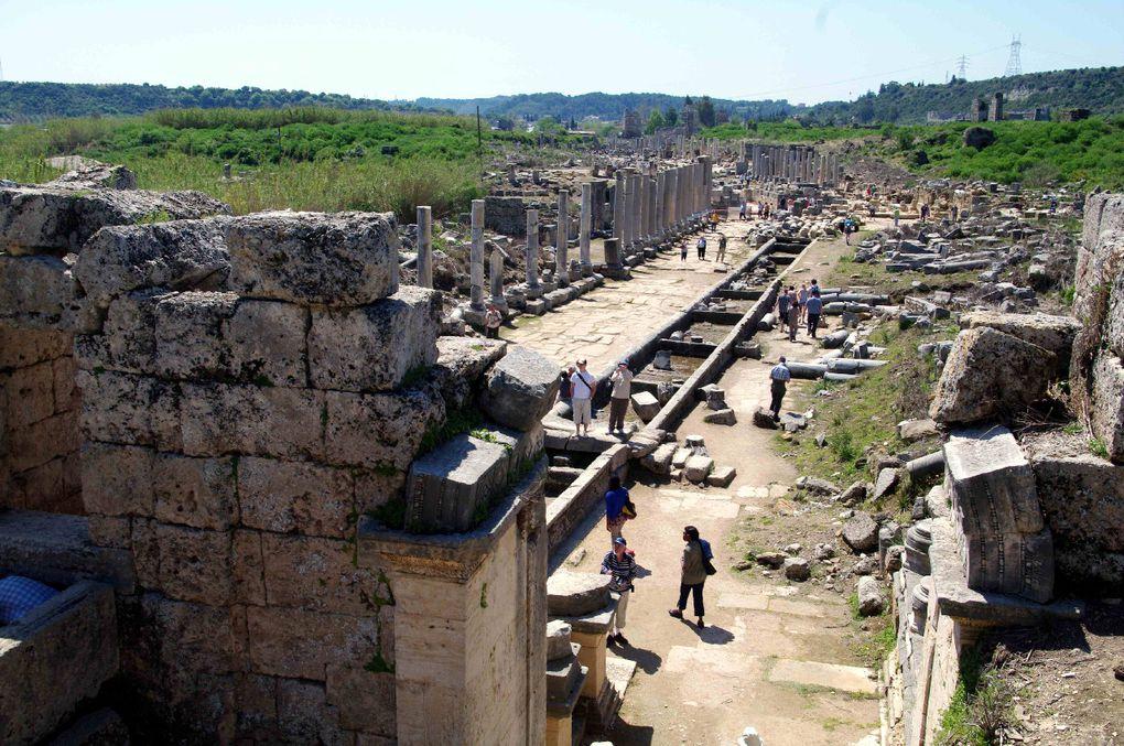 Quelques images de notre semaine en Turquie,au départ d'Antalya, en avril 2011 : découverte des paysages et des sites chrétiens et gréco-romains, des merveilles ...