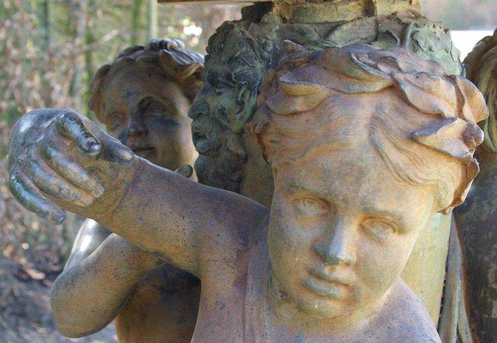Une visite des jardins de Versailles en hiver sous la neige et en octobre durant les Grandes Eaux Musicales.