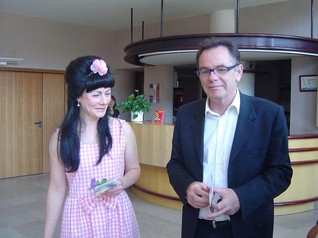 Visite et promotion du dîner spectacle du 25 septembre 2010 par les sosies de Shirley et Dino à Rodez