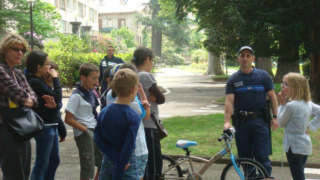 Journée de sensibilisation autour du vélo.21 mai 2010.
