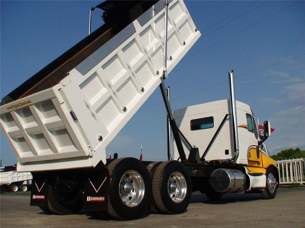 Camion benne (dumper)