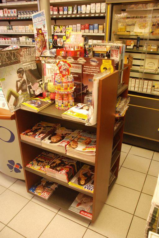 Un agencement en Valchromat marron et gris pour un bureau de tabac.