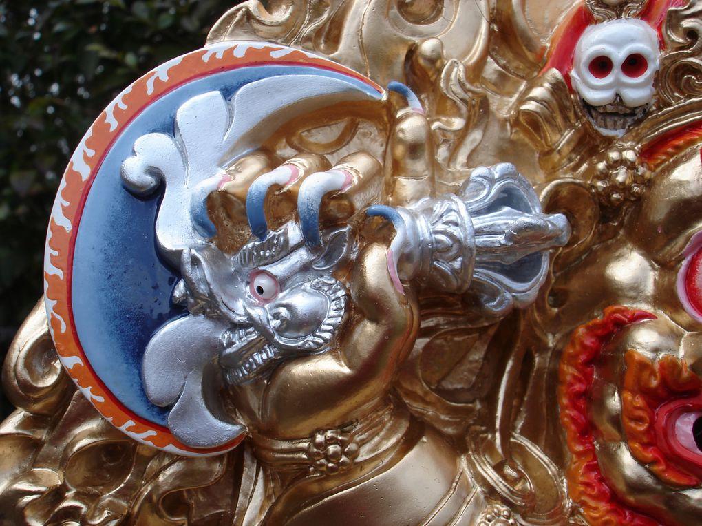 """Réalisations depuis 1998 de sculpture, de peinture, de dorure et couture au sein de notre association """" Zorik-Art"""" dans notre atelier Artibet.( France)"""