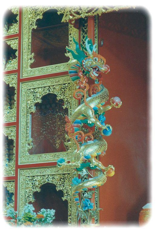 Max, a étudier auprès du maître d'art ChérabPaden-Béru, la sculpture et la décoration de temple...