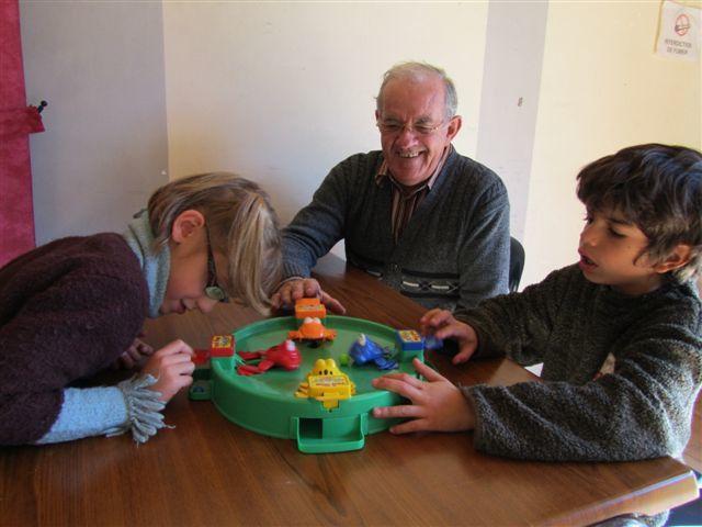 Chaque année, le club des petits malins du foyer rural de Langlade/Brenoux rencontre le club des aînés ruraux «  les 3 vallées du Valdonnez » un mercredi après-midi à la salle des fêtes de Langlade dans le cadre de la journée bleue, journé
