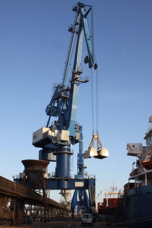 Quelques photos mélange de rouille et de vues diverses prises au hasard sur le port avant une autre série à venir.