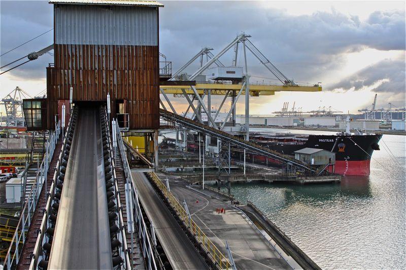 Visite du terminal de Môle central.Terminal dédié au charbon,la centrale EDF est à côté et elle consomme ....