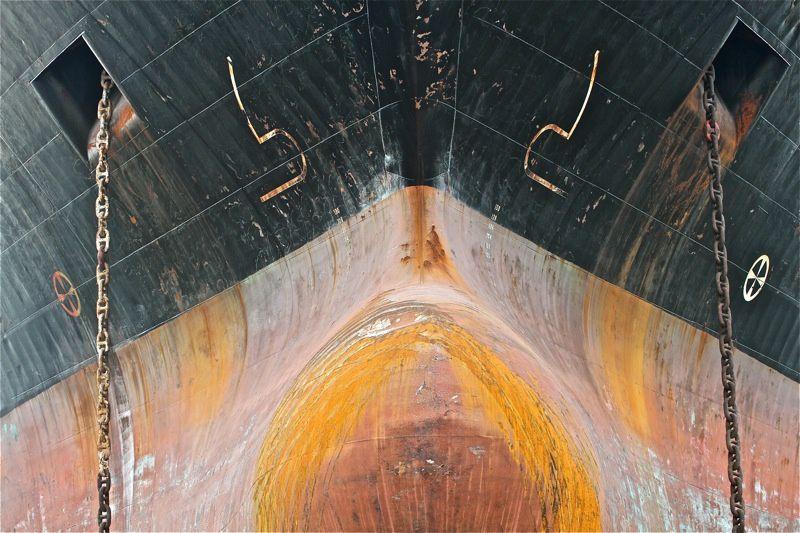 Lors d'un passage à Brest un navire en entretien  présentait quelques blles traces de rouille.