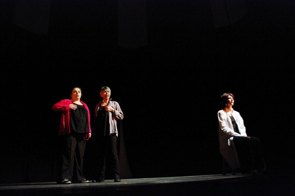 Photos : Laëtitia Havrez. Représentation de l'atelier théâtre - festival de L'Ébranleuse - la Chapelle (Toulouse) - Dimanche 10 juin 2012