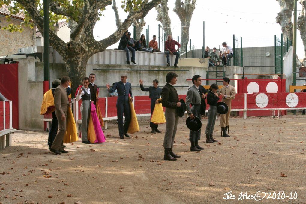 1ère demi-finale de GRAINES DE TOREROS 2010 à MANDUEL Organisation Las Aficionadas de Manduel avec 4 becerros de RIBOULET pour KIKE, Maxime CURTO, Alejandro RUBIO et Carlos OJEDA (Almeria)