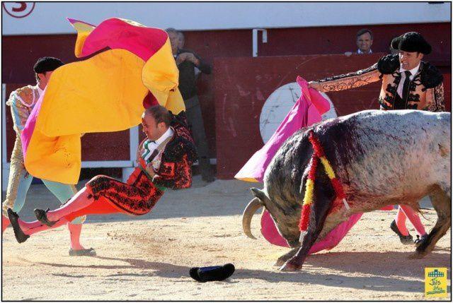 Mardi 1er Mai 2012 - Corrida Toros de France -6 Robert Margé pour David MORA, Daniel LUQUE et Thomas DUFAU - Cavalerie Philippe HEYRAL