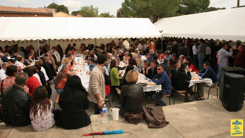 Ambiance autour des arènes de Vergèze pour la Féria du Rhôny 2022 le dimanche 3 avril 2011