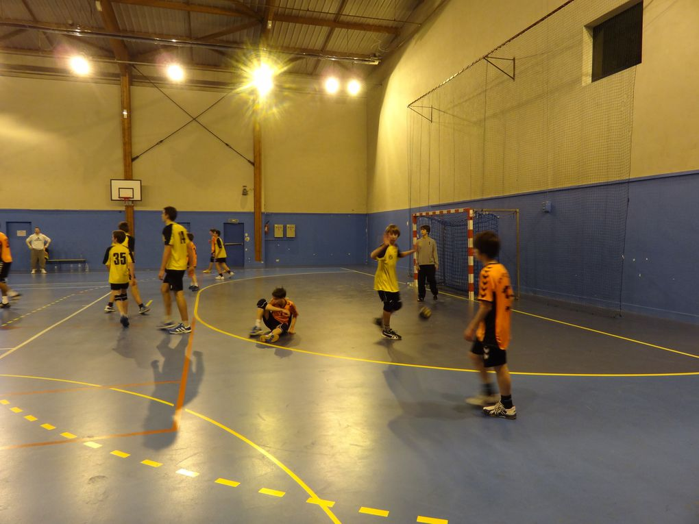 Hand ball - de 15 ans masculin, Entente BRUNOY/MONTGERON c/ MENNECY, à 15h30 àPICOT  .