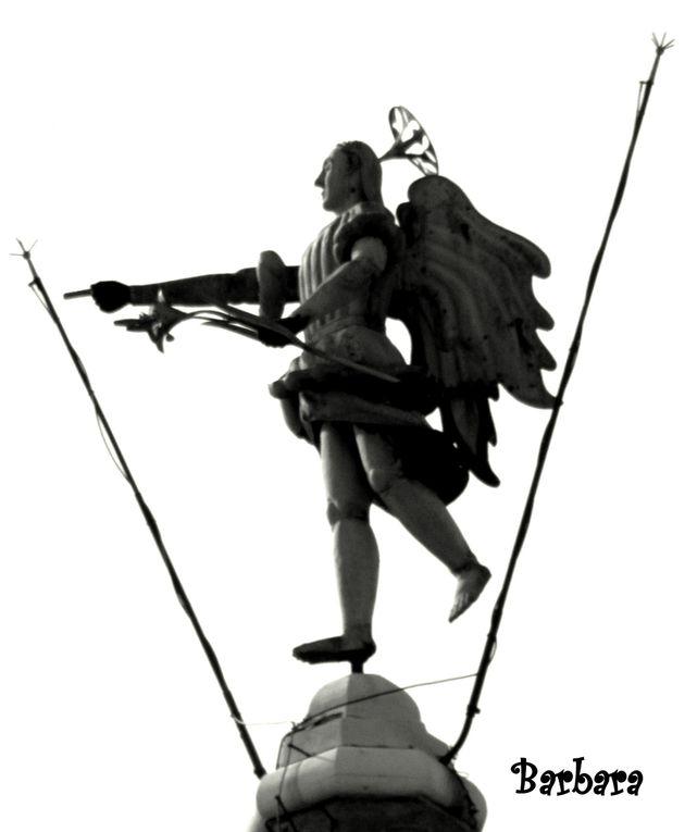 """UDINE - Angelo segnavento che dal 1777  ruota sul campanile della chiesa romanica di Santa Maria del Castello, ... le ultime cinque foto mostrano l'angelo segnavento di GRADO.Entrambi gli """"ANZOLI"""" rappresentano il simbolo della loro città."""