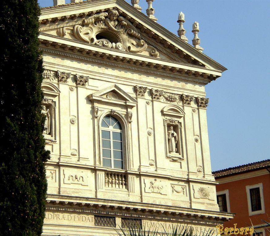 Un giardino incantato nel cuore di Roma sospeso tra Piazza Magnanapoli, Via Nazionale e Via Panisperna ...