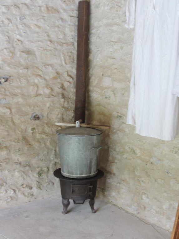 """Exposition du matériel de lavandière, de 2 machines à laver """"Barboteuse"""" et """"Nec plus ultra"""" et quadriconteur Maurice Cayzac"""