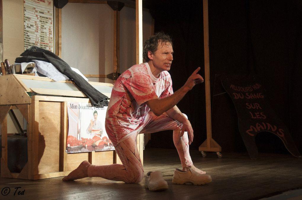 20131020 Theatre Du sang sur les mains