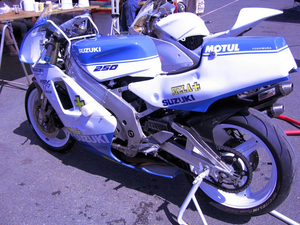 Démonstrations de motos anciennes de course sur piste de vitesseCLASSIC-CIRCUS-mai-2011 organisé par l'association Cambouis et compagnie sur le circuit du Bourbonnet