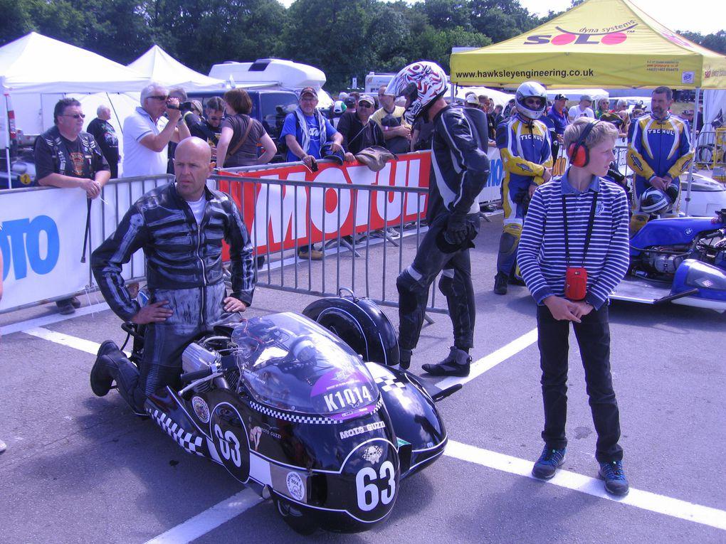 Coupes moto Légende 2014 Dijon Prenois photos padoockDémonstrations moto et side car sur piste circuit