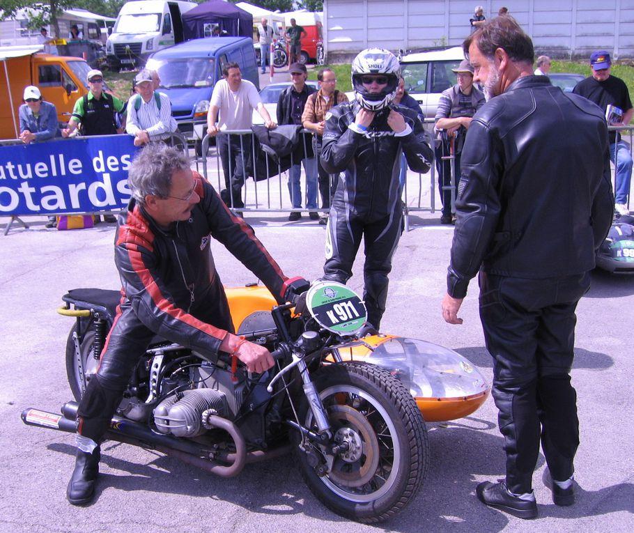 Coupes-MotoLegende-2010 Démonstration motos et side-car de course, circuit Dijon Prenois