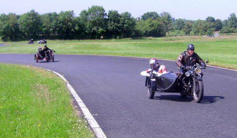 Fanakick Historic Cup La Châtre 2014Démonstration sur piste motos et side anciens