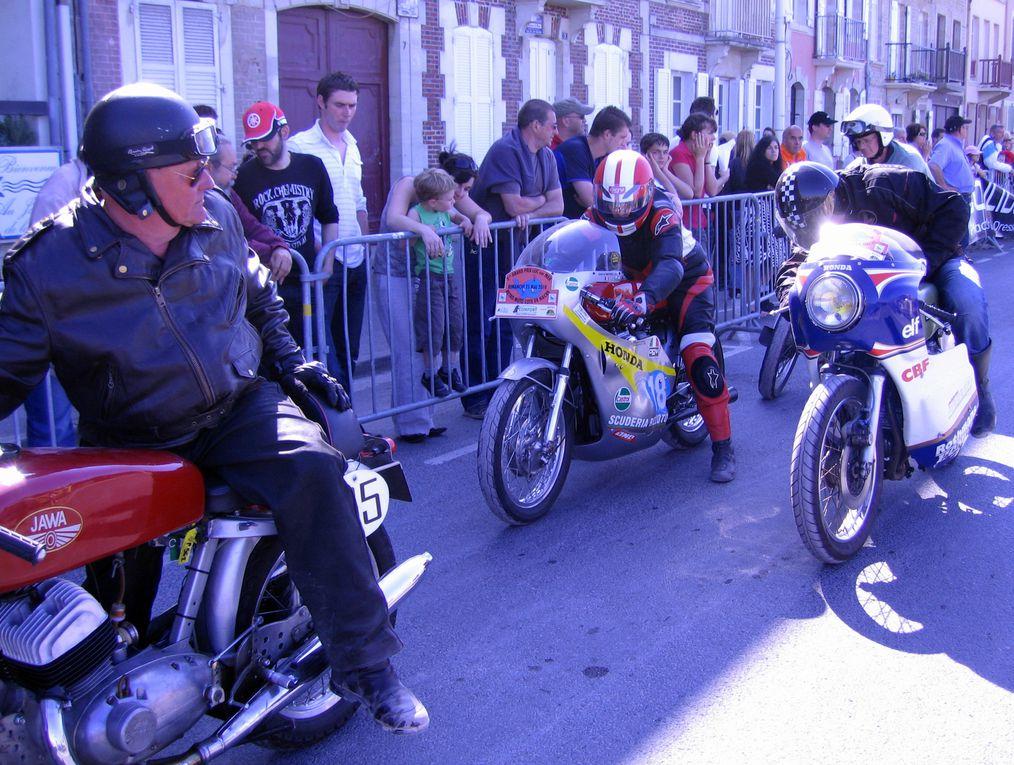 Grand-Prix-Moto-de-Luc-sur-Mer-2010 Démonstration en ville motos anciennes et side car