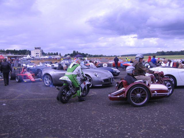 Grand Prix Vichy Classic 2013 Plateau Motos et side-carDémonstrations auto moto side-car de course sur piste Aéroport Vichy Carmeil