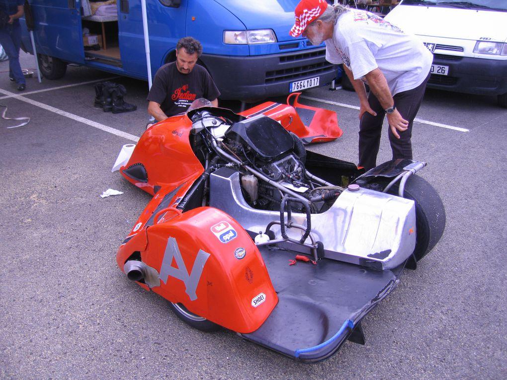 Journees-Coyote-Nogaro-2011Démonstration sur piste motos et side car anciens