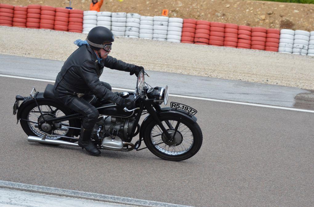 Photos pisteCoupes Moto-Legende 2013 Dijon PrenoisDémonstration piste motos