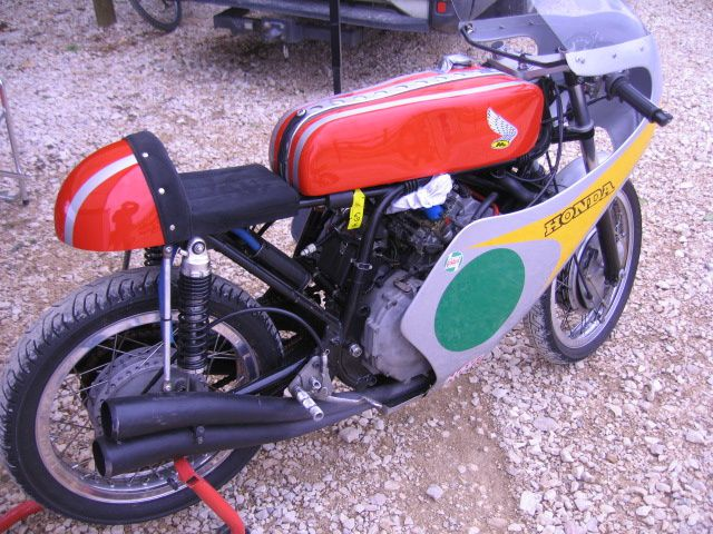 Photos padoocksCoupes Moto-Legende 2013 Dijon PrenoisDémonstration piste motos et sides
