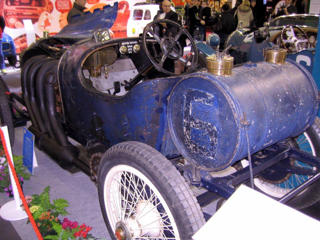 Salon-RETRO-MOBILE-2011Exposition motos et voitures anciennes et de collection à Paris Porte de Versailles