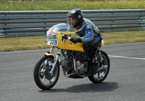 Trofeo Rosso 2013 sur le circuit de Le Vigeant Val de Vienne 86Démonstrations de motos Italiennes et side car sur piste