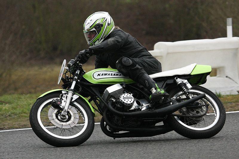 Trophée Coluche 2013 CaroleDémonstrations de motos et side car anciens sur piste au profit des restos du coeur