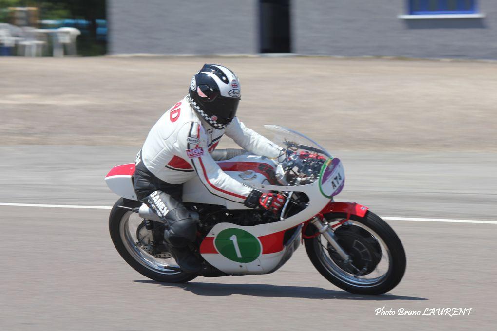 Photos-piste-coupes Moto-Legende-2012 série grand prixDémonstrations moto et side carAgostini, Read Herero et les autres