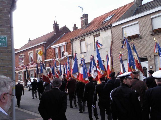 en homages des disparus du pont de spycker étaient rassemblés les anciens combattants. decouvré l'article associé http://david.debruyne.over-blog.com/article-le-maire-de-grande-synthe-et-les-ceremonies-patriotiques-49059028.html