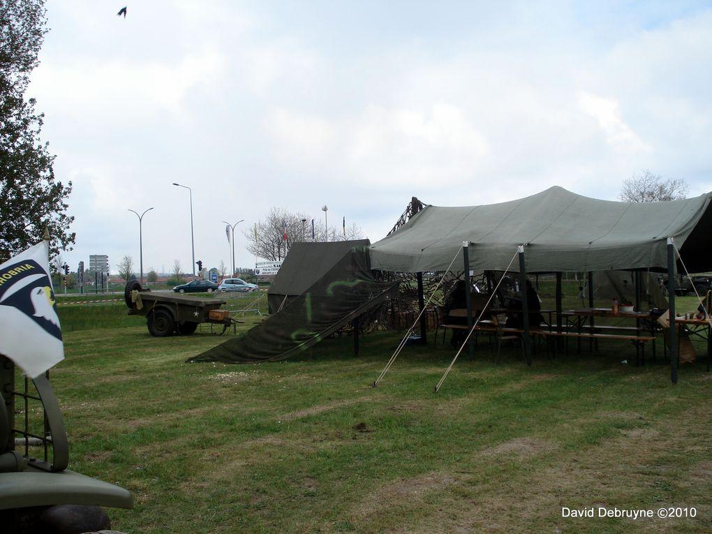 a l'occasions de la commémorations du 65éme anniversaire de l'armistice l'office de tourisme de Grande-Synthe a profiter de cette occasions pour organiser un défilé de véhicule militaire et un bivouac sur ma propositions pour célébrer le 65ém