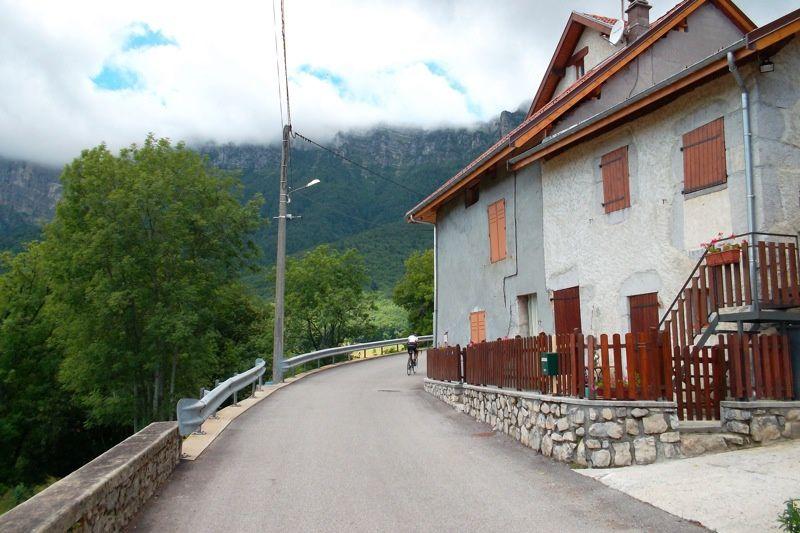 La route des balcon est un petit joyau des environs de Grenoble. Très appréciable lorsque le vent du nord souffle dans la vallée du Grésivaudan.Ce jour-là, j'étais accompagné de mon collègue Richard qui vit à Saint Marcellin.Puis vous vous