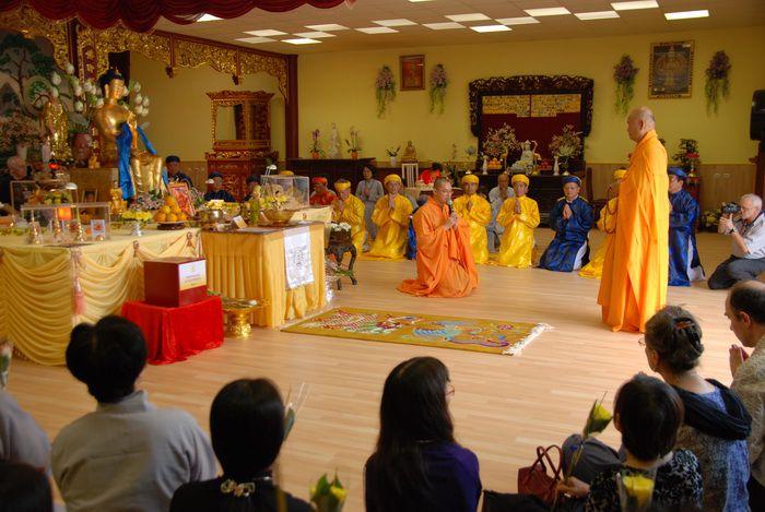 La Tournée des Reliques du Temple du Cœur.3 trois jours d'exposition des reliques sacrées du Bouddha et ses disciplesà la pagode Hô-Quôc, 113 rue Daubenton, 59100 ROUBAIX du 26 au 28 juin 09 organisée par l'association bouddique Hô-Quôc.