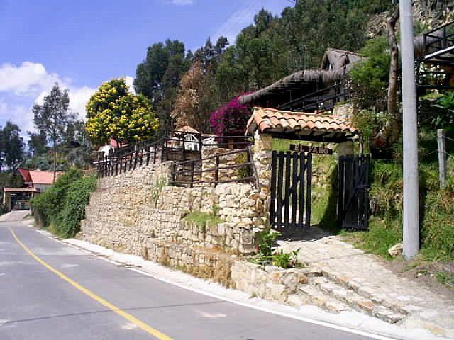 """Construcciones de la Hacienda """"Abadía EL FARO de Cota"""""""