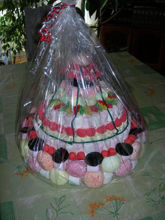 J'vous ai apporté des bonbons,..   plein de bonbons,  des guimauves, des fraises tagada, , des boules coco, des crocodiles, des flans au caramel, des dragibus, des soucoupes, des bananes, des balles de golf, des oeufs au plats, et plus encore