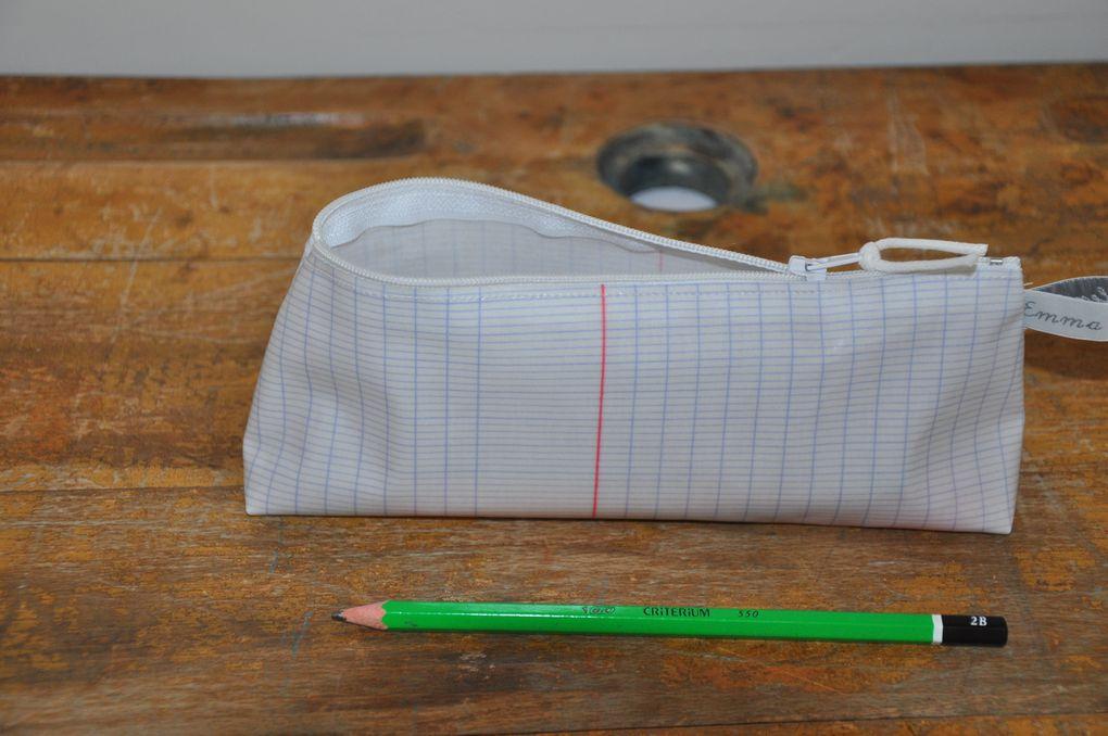 trousses doublées imperméable, grand modèle (28 x 17 cm enviro): 25 euros, petit modèle (20 x 12 cm environ): 20 euros.