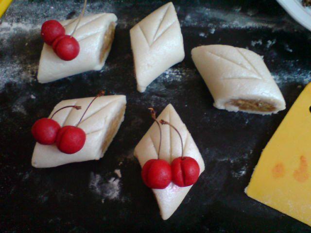 c'est photos un mélange entre gâteau oriental et occidental et des plas tradicionel et moderne