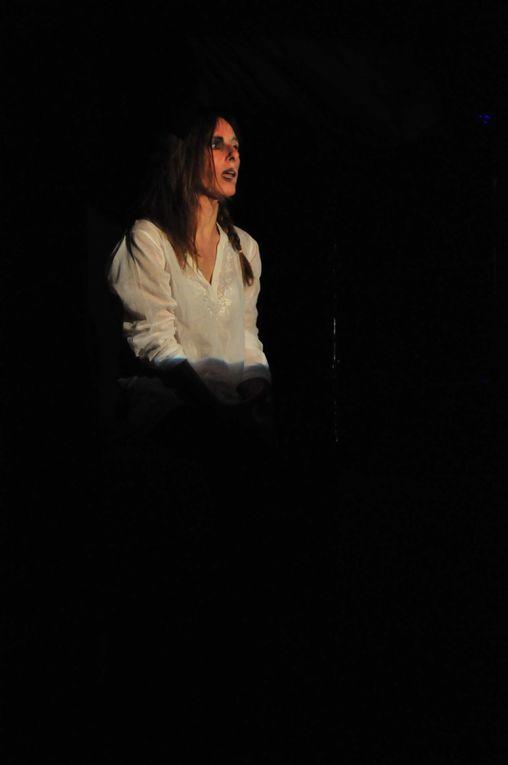 Pièces de Théâtre joué à Ferney Voltaire en Juin 2010. Ecrit et mise en scène par Thomas Freitag.