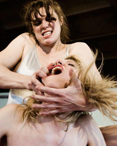 """Odessa (Nini Peau de chien)Emilie Rosan (Blondie Colorado)Film : J'adore çaréal : Sophie BlanvillainTélé : FR2 """"Hisoires courtes"""" 11/12/2011"""