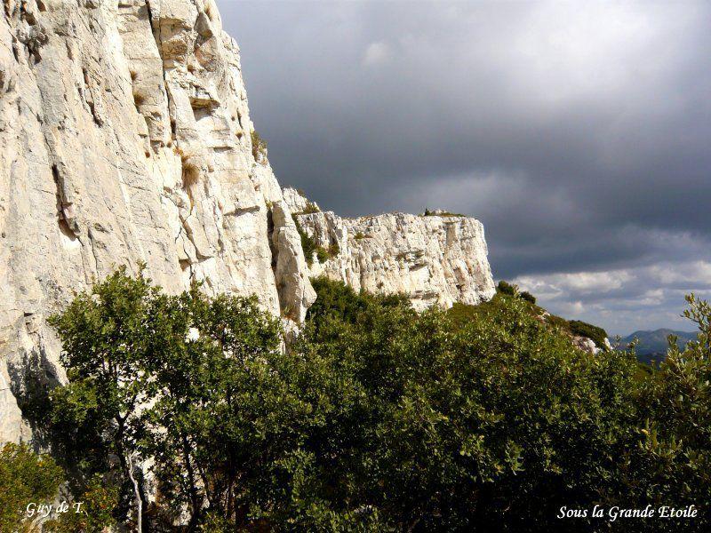 Circuit dans le massif des Etoiles (face Nord) au départ de SIMIANE COLLONGUE -13-